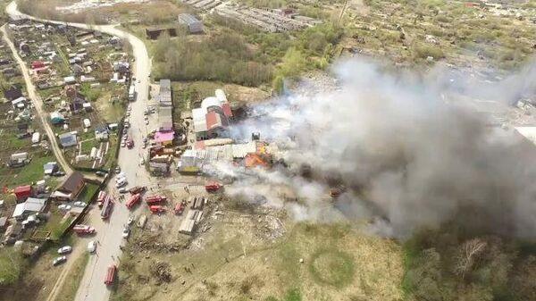 Крупный пожар в гаражном боксе в Пермском крае. Кадры МЧС