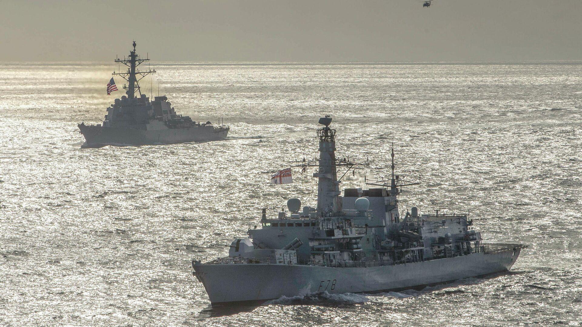 Эсминец ВМС США Дональд Кук и британский фрегат Кент во время учений в Баренцевом море. 5 мая 2020 - РИА Новости, 1920, 17.09.2020