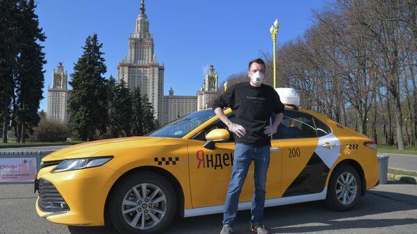 Александр Шишкин - водитель, выполняющий заказы сервиса Яндекс.Такси