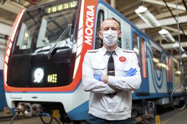 Петров Николай - машинист электропоезда Московского метрополитена