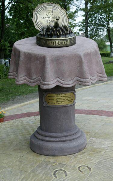 Памятник Балтийским шпротам в городе Мамоново на берегу Калининградского залива