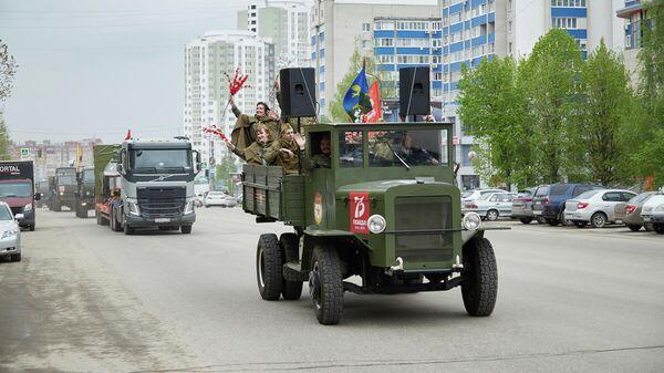 Колонна военной техники во время празднования Дня Победы в Рязани
