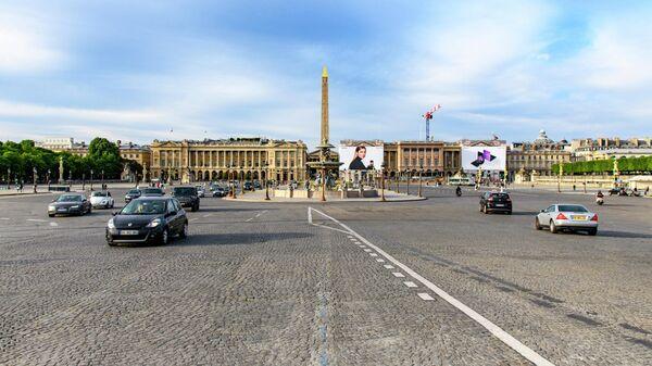 Автомобили на площади Согласия в Париже