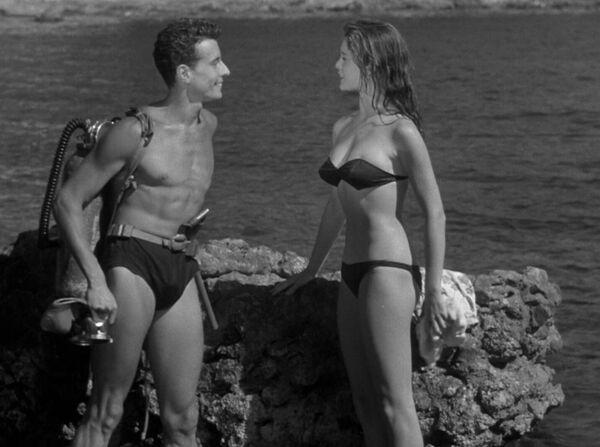 Кадр из фильма Манина, девушка в бикини