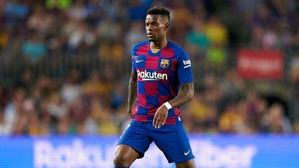 Защитник Барселоны Нелсон Семеду в матче чемпионата Испании по футболу
