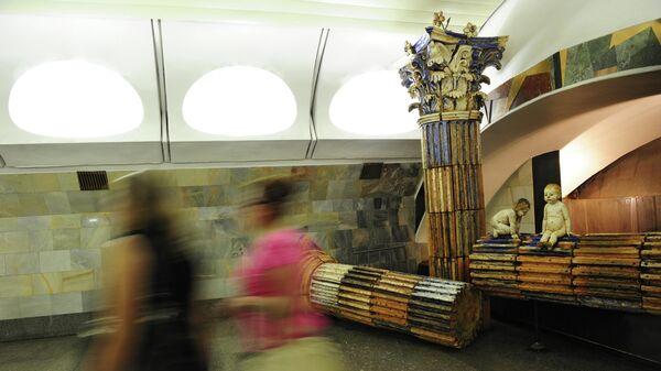 Фонтан в переходе между станциями Римская и Площадь Ильича Московского метрополитена
