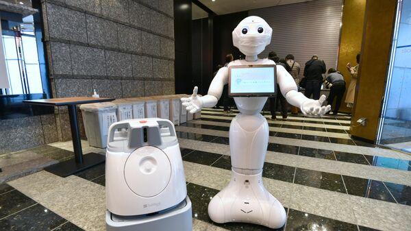 Робот, обслуживающий зараженных коронавирусом на обсервации в токийских гостиницах