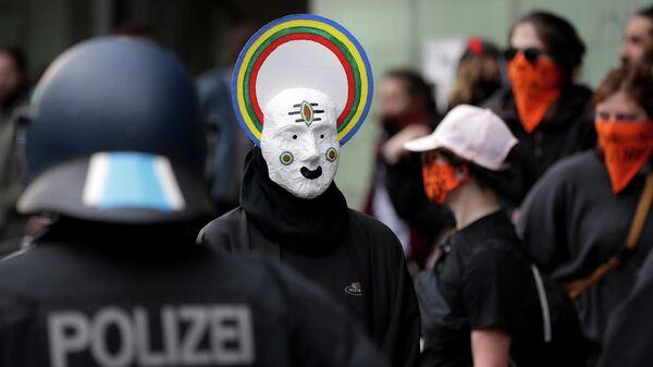 Участники первомайской демонстрации в Берлине