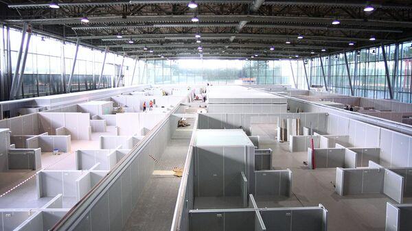 Строительство временного госпиталя для пациентов с COVID-19 на территории выставочного центра Сокольники в Москве