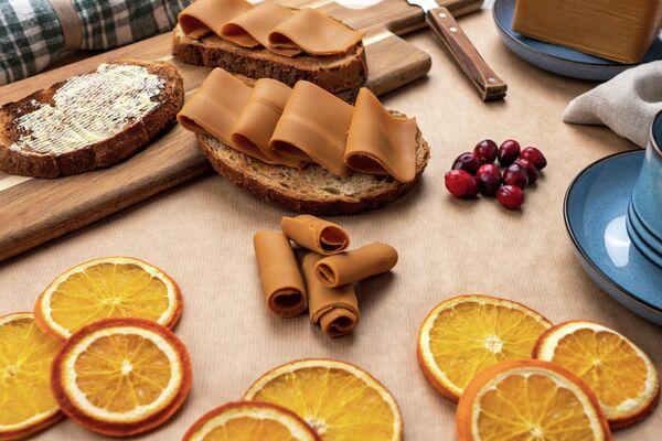 Бутерброды с норвежским сыром Brunost