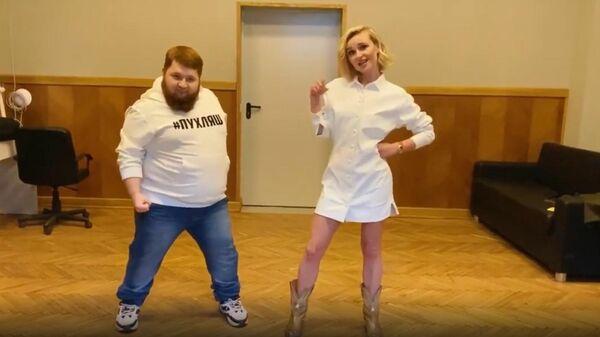 Стоп-кадр видео с участием Дмитрия Красилова и Полины Гагариной