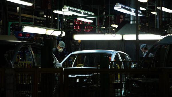 Японские автоконцерны приостановят работу заводов из-за COVID-19