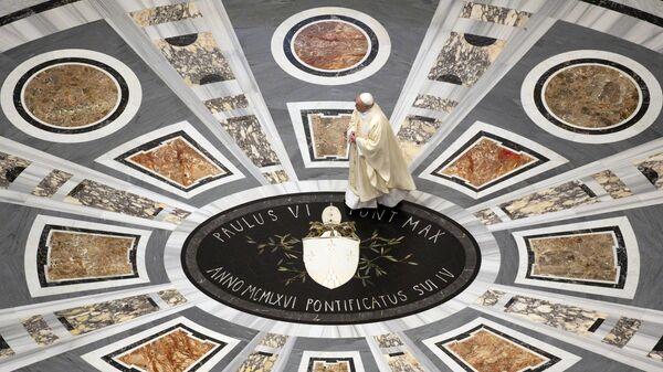 Папа Франциск проводит мессу в память о столетии со дня рождения святого Иоанна Павла II в Базилике Святого Петра