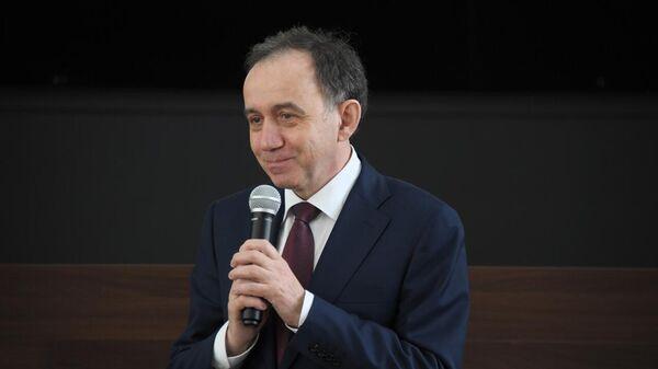 "Рогозин представил нового начальника коллективу РКК ""Энергия"""