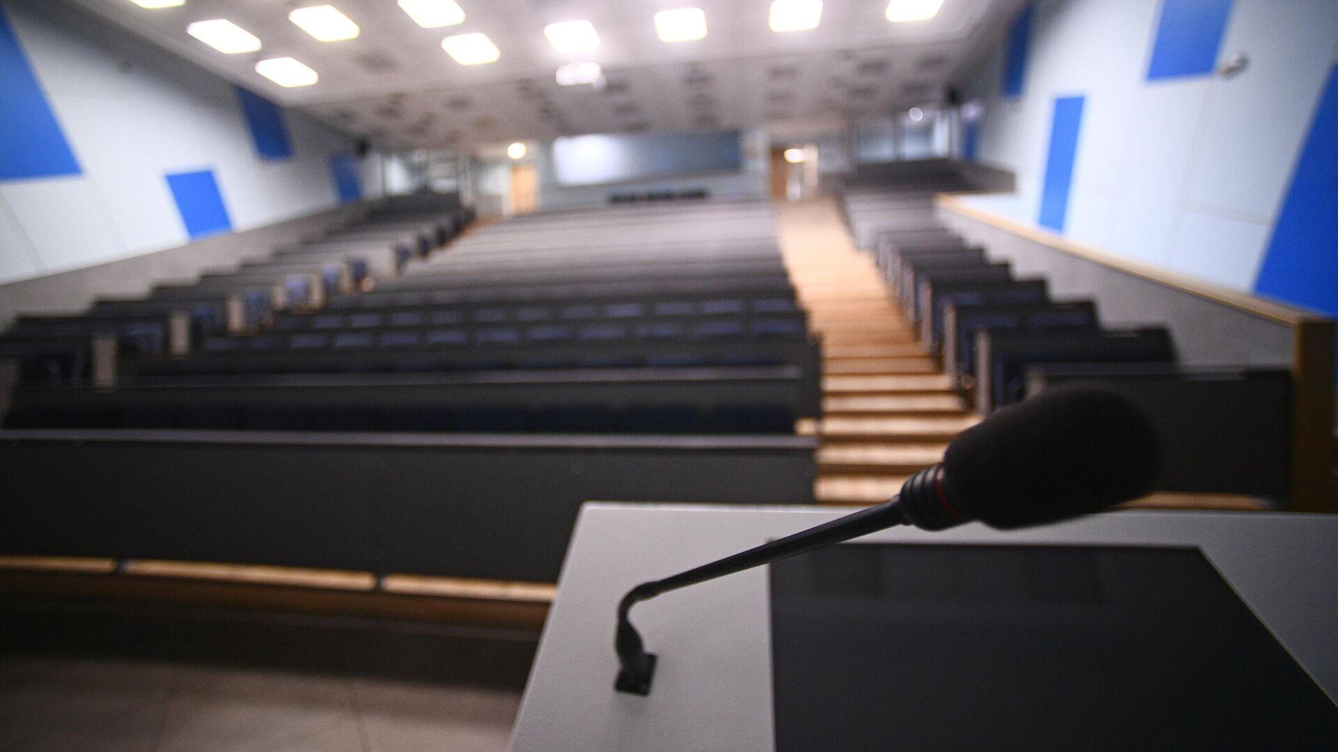 Пустая аудитория Национального исследовательского технологического университета МИСиС - РИА Новости, 1920, 28.10.2020