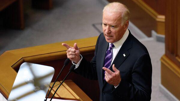 Вице-президент США Джозеф Байден выступает на заседании Верховной рады Украины в Киеве