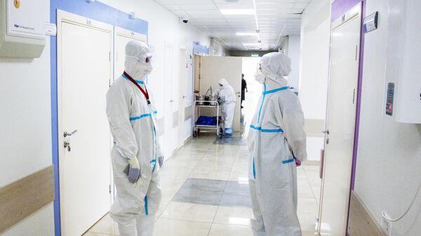 Врачи в коридоре Университетской клинической больницы Первого МГМУ им. И. М. Сеченова
