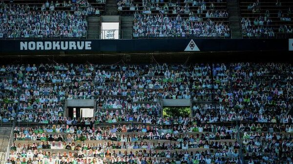 Трибуны футбольного стадиона Боруссия-Парк с изображениями болельщиков мёхненгладбахской Боруссии