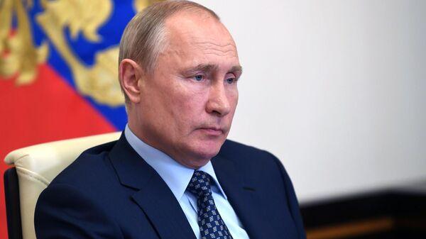 Президент РФ Владимир Путин проводит в режиме видеоконференции совещание о санитарно-эпидемиологической обстановке