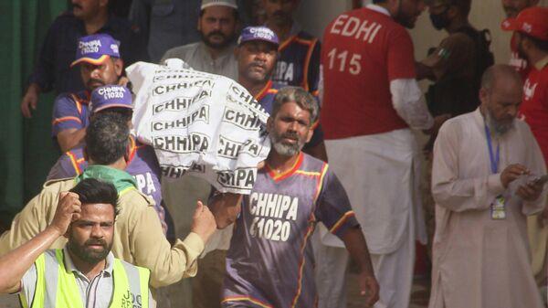На месте крушения самолета авиакомпании Пакистанские аваиалинии в Карачи. 22 мая 2020