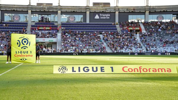 Стадион перед началом матча Лиги 1
