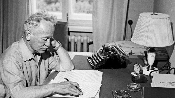 Михаил Шолохов: нобелевский лауреат и любимец Сталина