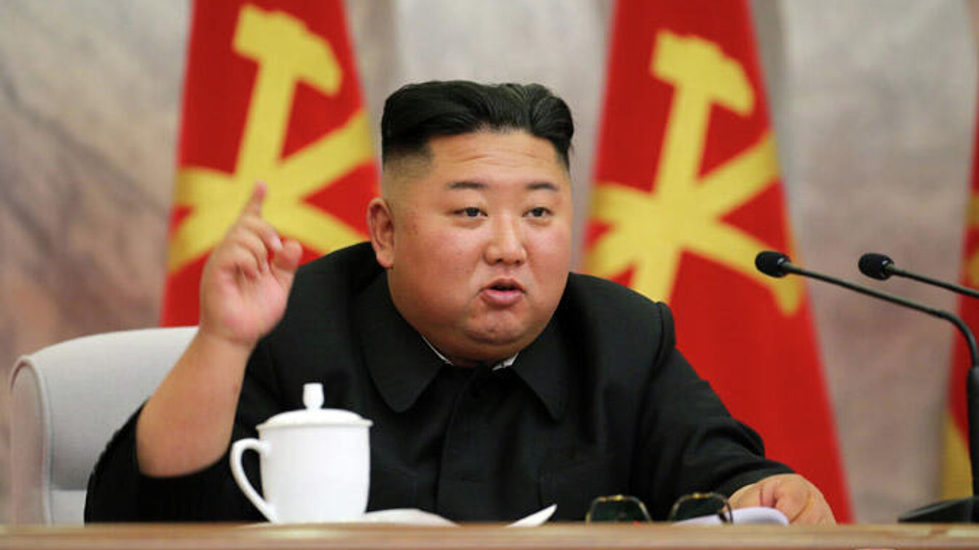 Председатель Трудовой партии Кореи Ким Чен Ын на заседании Центрального военного комитета - РИА Новости, 1920, 09.01.2021