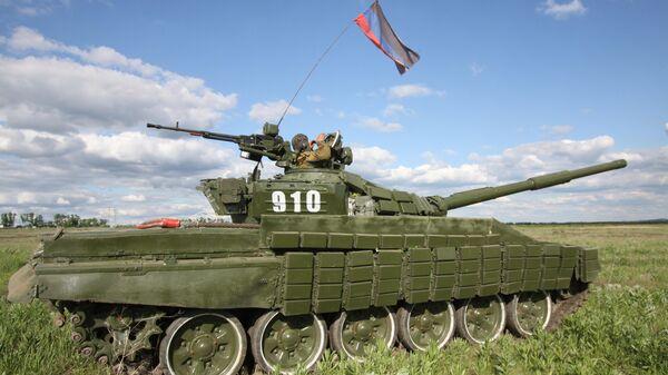 Танк Народной милиции ДНР на передовой линии соприкосновения ДНР с Украиной