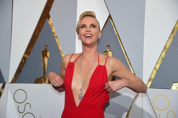 Актриса Шарлиз Терон на 88-й церемонии вручения премии Оскар в Голливуде