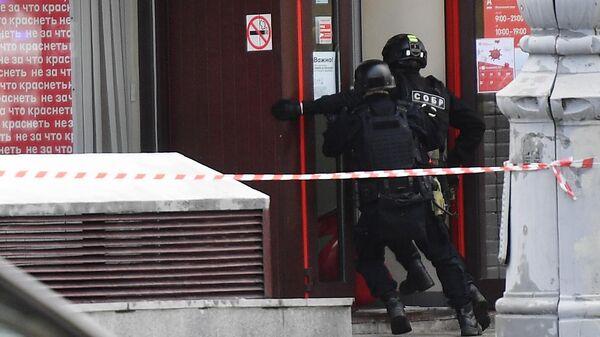 Захват заложников в отделении банка в центре Москвы