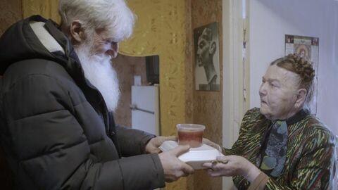 Сергей Васьков привез пенсионерке горячий обед