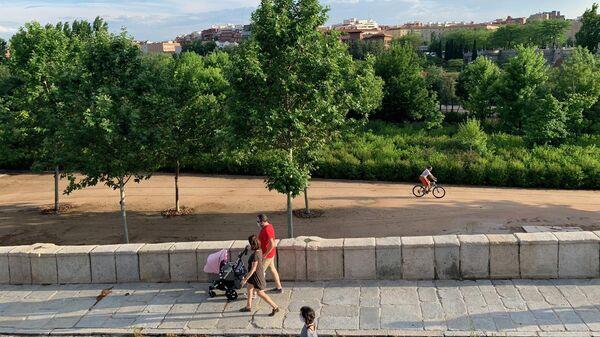 В Испании открылись для посетителей уличные кафе и парки