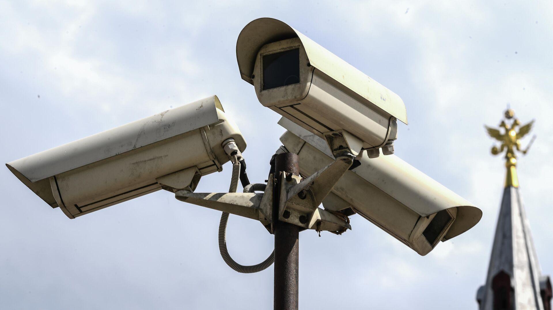 Камеры видеонаблюдения на Манежной площади в Москве - РИА Новости, 1920, 08.12.2020