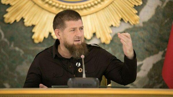 """""""По стойке смирно стою"""". Кадыров рассказал, как разговаривает с Путиным"""