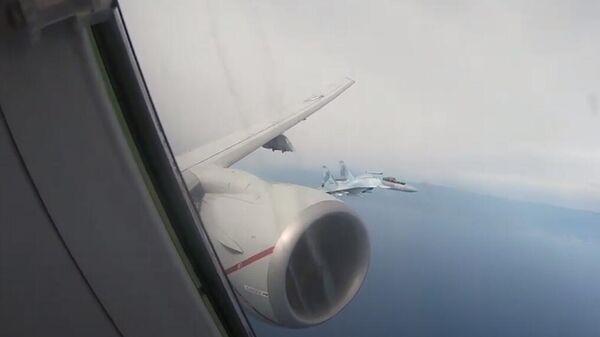 Перехват американского самолета-разведчика Poseidon P-8A над Средиземным морем российскими Су-35