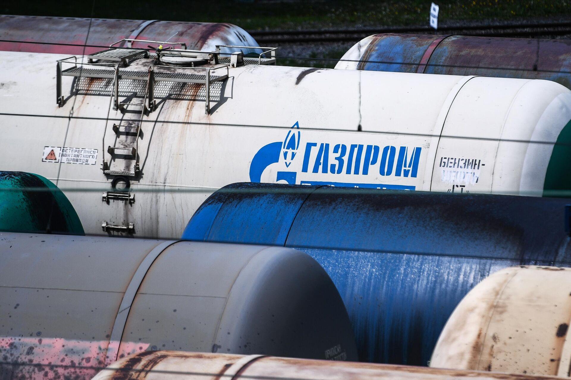 Железнодорожные вагоны-цистерны для перевозки нефти и топлива  - РИА Новости, 1920, 03.02.2021