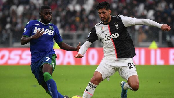 Sassuolo's Ivorian forward Jeremie Boga fights for the ball with Juventus' German midfielder Emre Can (R) during the Italian Serie A football match Juventus vs Sassuolo on December 1, 2019, at the Juventus Allianz stadium in Turin. (Photo by MARCO BERTORELLO / AFP)