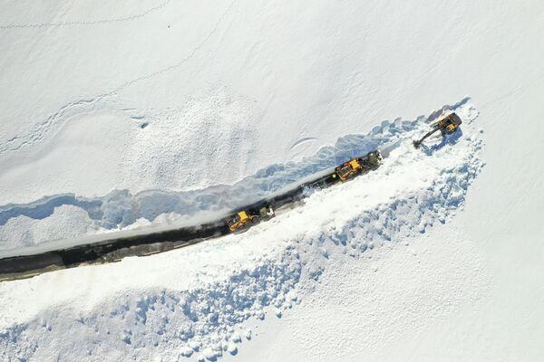 Расчистка снега на горном перевале между Сетесдалем и Сирдалом, Норвегия