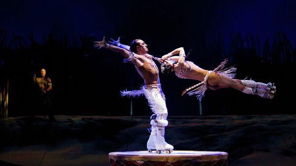 Номер на роликовых коньках из шоу TOTEM труппы Cirque du Soleil