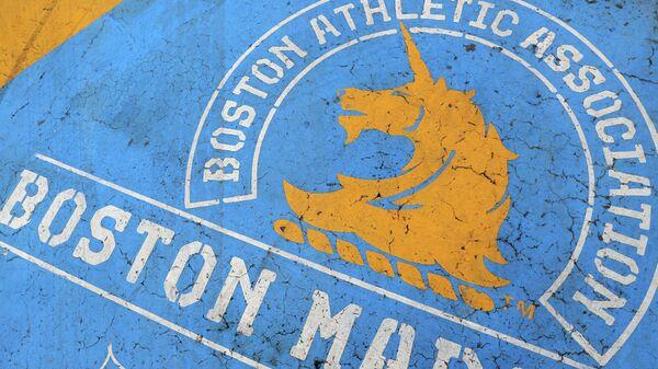 Логотип Бостонского марафона