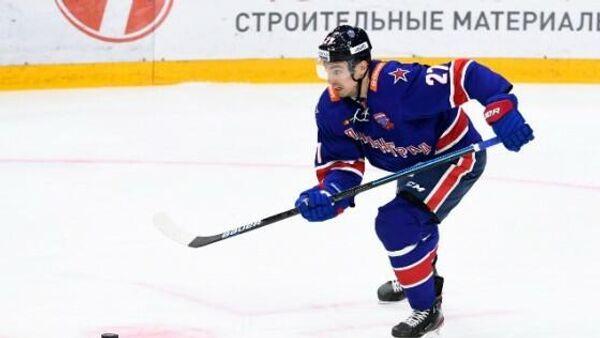 Защитник хоккейного клуба СКА Игорь Ожиганов