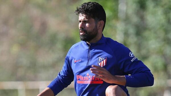 Нападающий мадридского Атлетико Диего Коста на тренировке