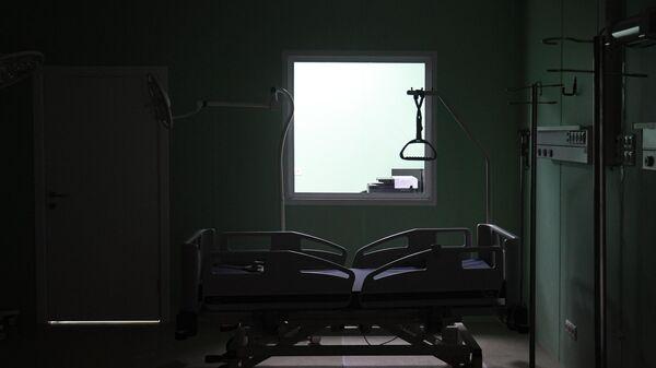 Оборудование реанимационной палаты во временном госпитале для пациентов с COVID-19 в павильоне No75 на ВДНХ в Москве