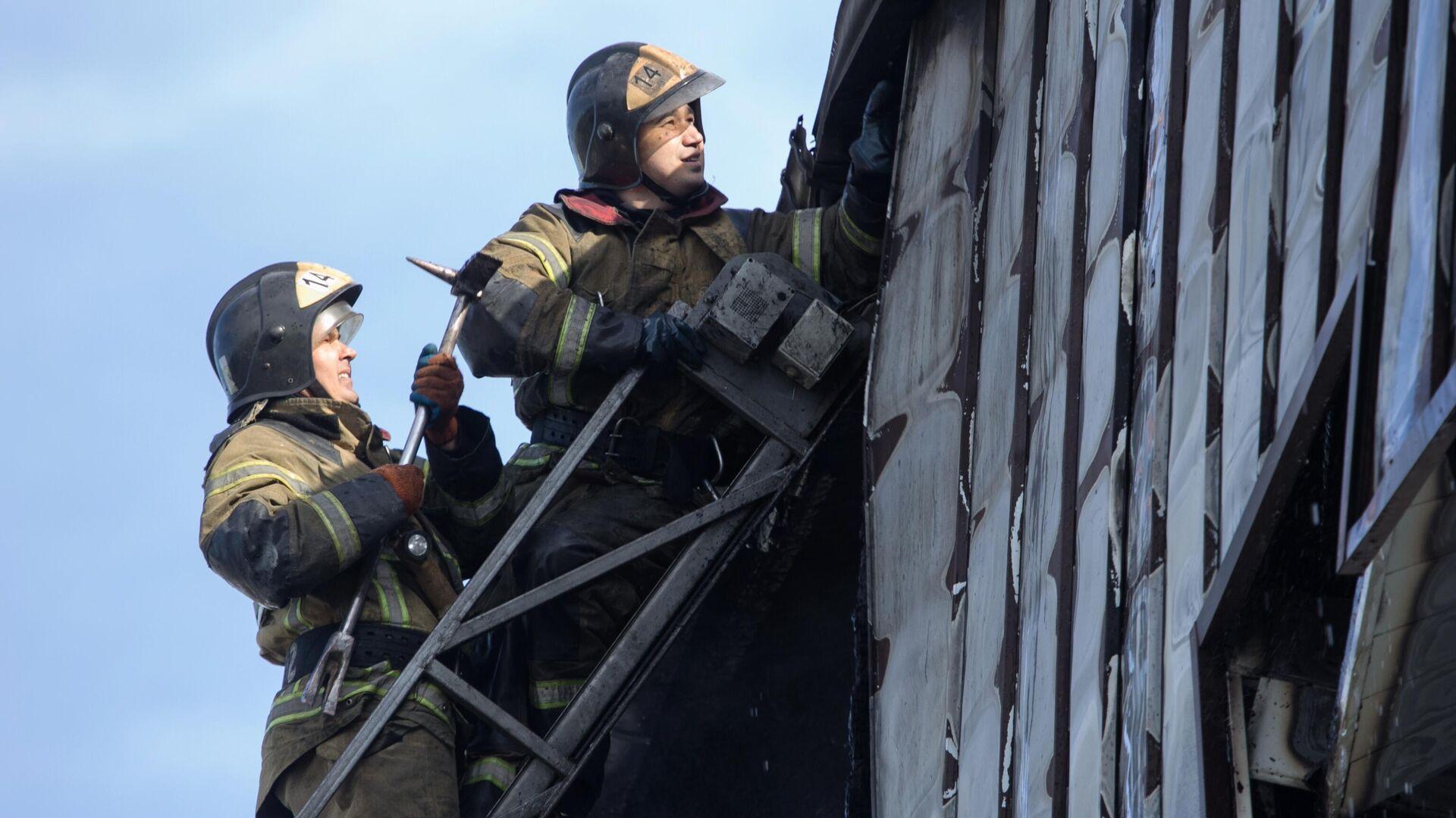 В красноярской многоэтажке локализовали тление утеплителя