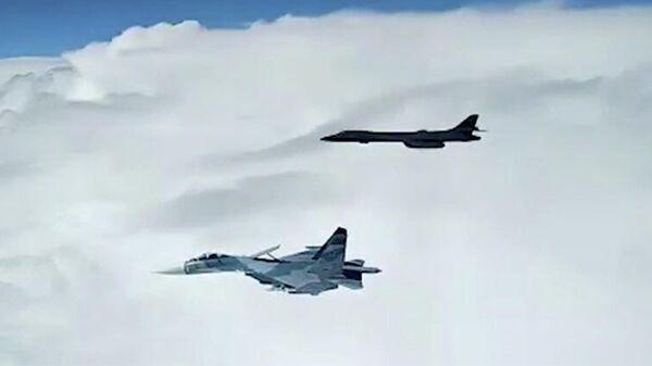 Кадр видео перехвата американского B-1B над Черным морем