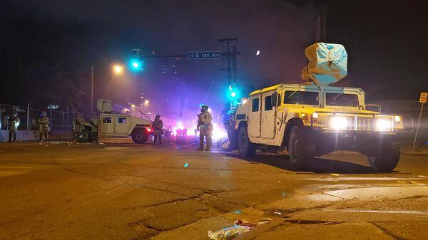 Автомобили военной полиции в Миннеаполисе