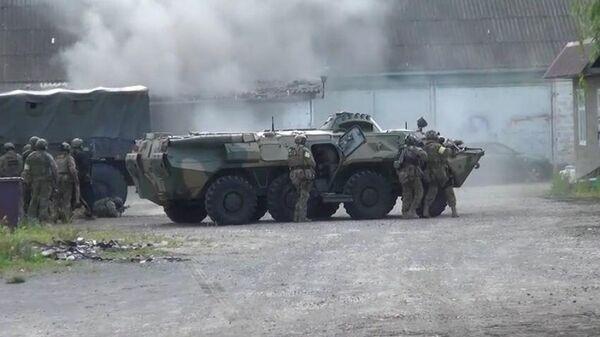 Сотрудники ФСБ во время операции в ингушском городе Сунжа по ликвидации двух бандитов, готовивших теракты на территории республики