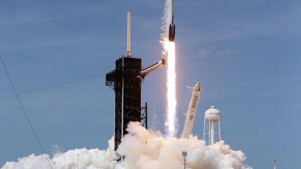 Первый пилотируемый запуск корабля Crew Dragon, созданного компанией SpaceX Илона Маска