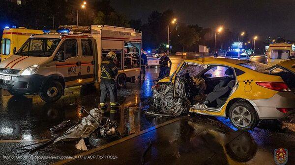 ДТП с участием 3-х автомобилей, произошедшее ночью 31 мая на Кутузовском проспекте в Москве