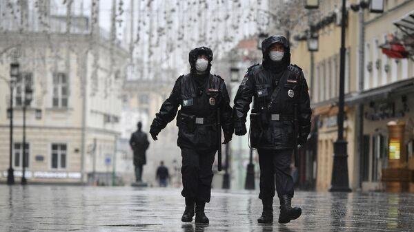 Сотрудники правоохранительных органов в Камергерском переулке в Москве